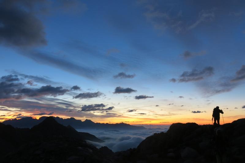 partenza all'alba dal rifugio Carè Alto